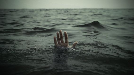 hands-drowning-sea